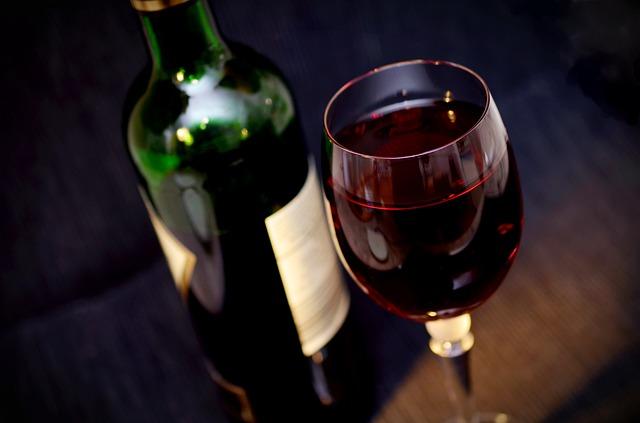この画像には alt 属性が指定されておらず、ファイル名は wine-541922_640.jpg です